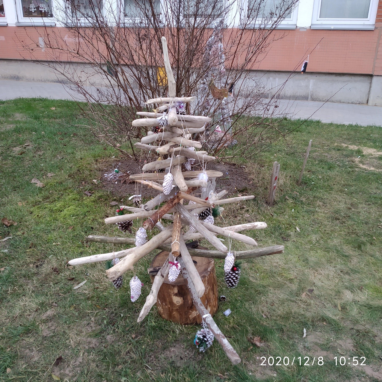 """Kalėdinių eglučių kiemelis """"Tvarios Kalėdos"""""""